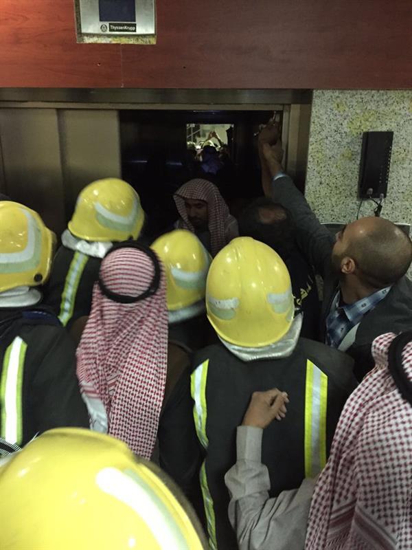 إنقاذ 6 أشخاص احتجزوا داخل مصعد بمستشفى طبرجل