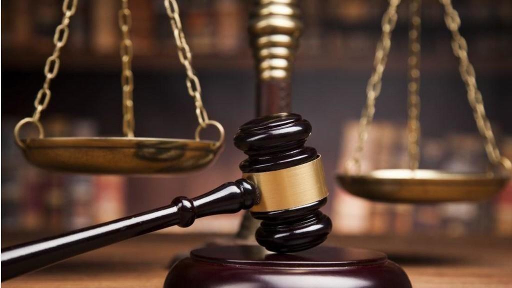 أب خليجي يعتدي على طفله ويصفعه عدة مرات.. وهكذا عاقبته المحكمة