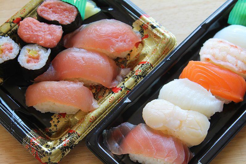 المأكولات البحرية النيئة