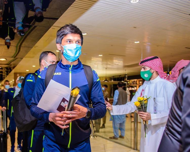 Ajmak أوزبكي يصل الرياض