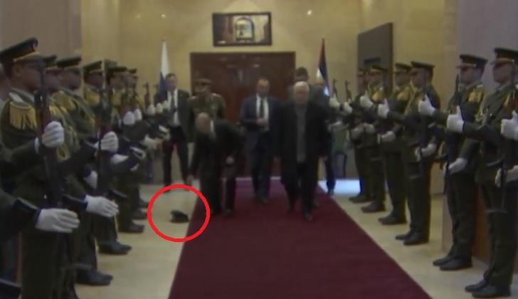 اذا فعل بوتين بعد سقوط قبعة أحد رجال حرس الشرف الفلسطيني