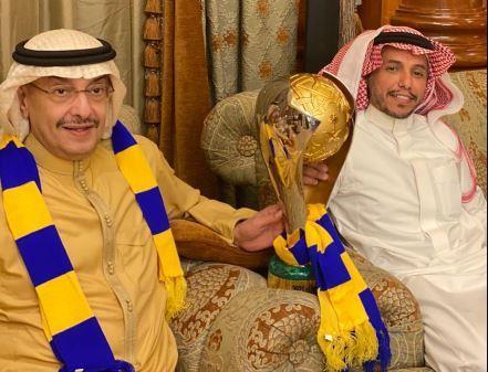 الأمير خالد بن فهد يحتفل بالفوز بكأس السوبر مع رئيس النصر