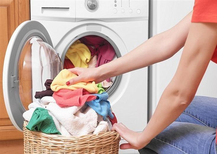 6 أخطاء في غسيل الملابس تسبب أمراض جلدية خطيرة .. تعرف عليها