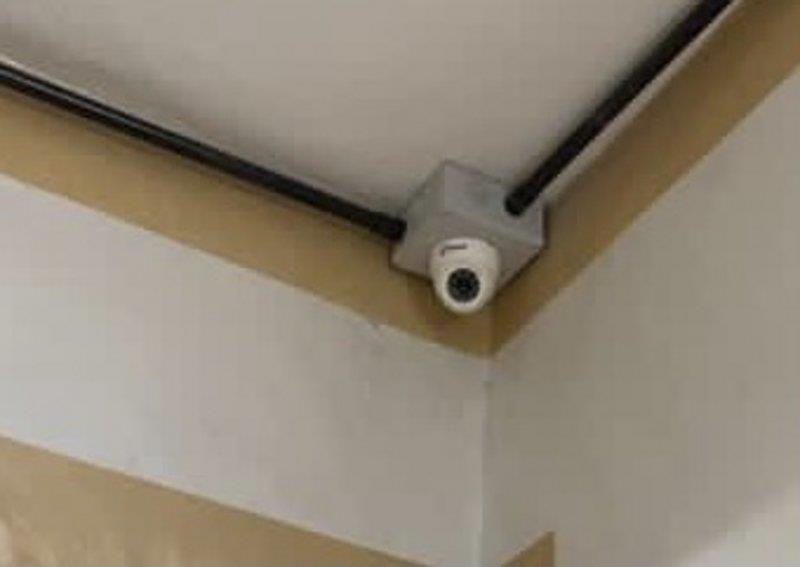 إغلاق مشغل نسائي في الطائف بعد العثور بداخله على كاميرات مراقبة