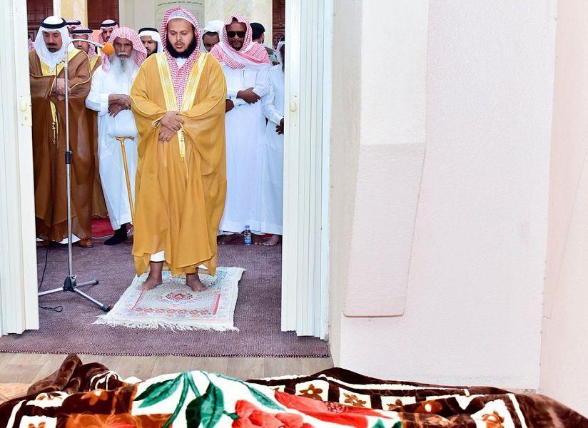 الصلاة على جثمان الشهيد حسن عسيري بنجران.. وأمير المنطقة يتقدّم المصلين (صور)