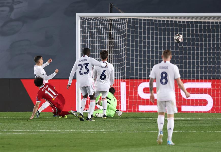 """""""ريال مدريد"""" يضع قدمه في ربع نهائي الأبطال بثلاثية في """"ليفربول"""""""