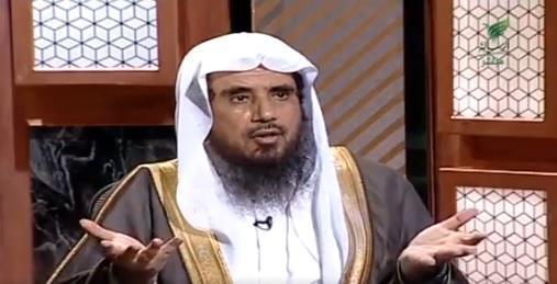 """ما حكم أكل العائلة والأقارب للأضحية بالكامل؟.. الشيخ """"الخثلان"""" يرد"""