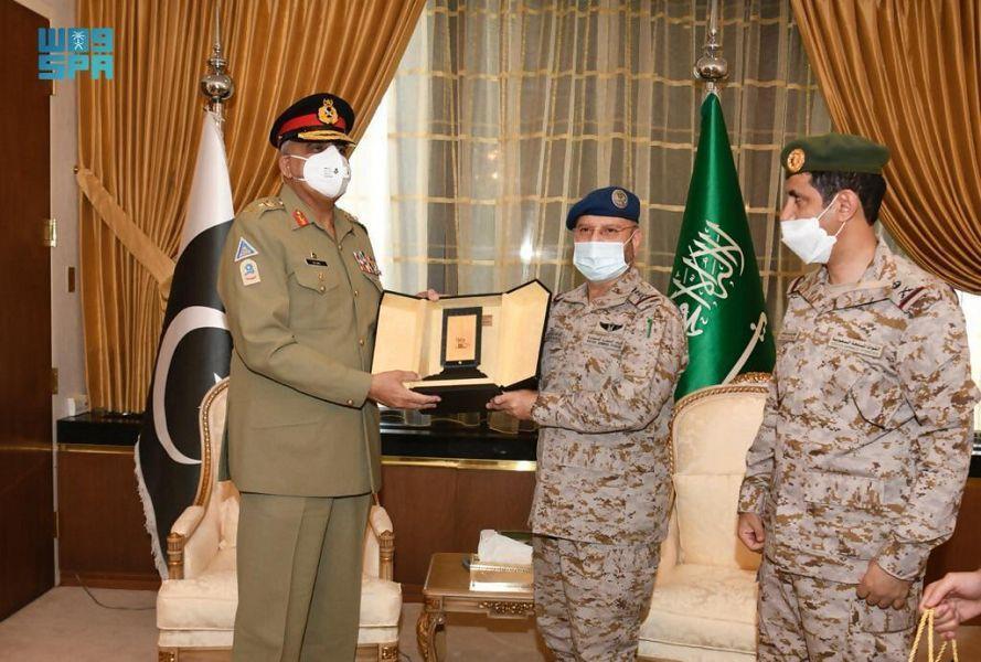 رئيس الأركان العامة يستقبل قائد الجيش الباكستاني