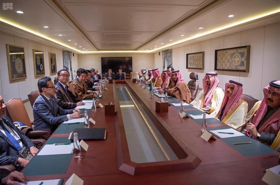 ولي العهد الأمير محمد بن سلمان برئيس الوزراء الياباني شينزو آبي