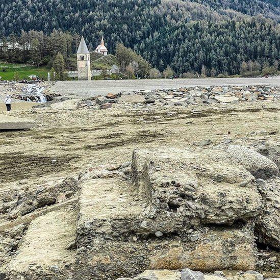 """تم العثور على """"قرية مفقودة"""" تحت بحيرة في إيطاليا"""