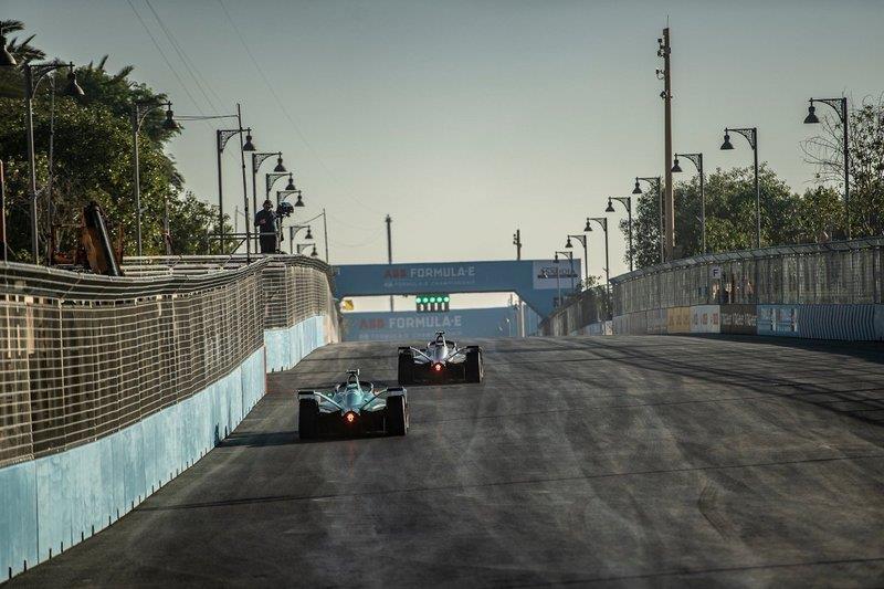 """شاهد.. أجمل الصور في اليوم الأول لسباق """"فورمولا أي"""""""