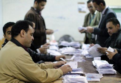 عملية فرز الاصوات للمرحلة الثانية من الاستفتاء على الدستور المصري
