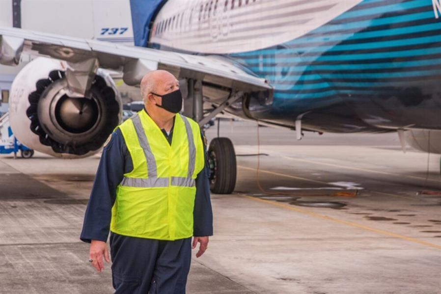 """بعد حادثتي التحطم في إثيوبيا وإندونيسيا.. رحلة ناجحة لـ""""بوينج 737 ماكس"""" بقيادة رئيس هيئة الطيران الأمريكية"""