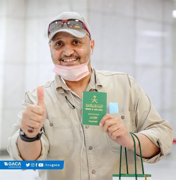 مطار جدة يستقبل عدداً من المواطنين قادمين من القاهرة
