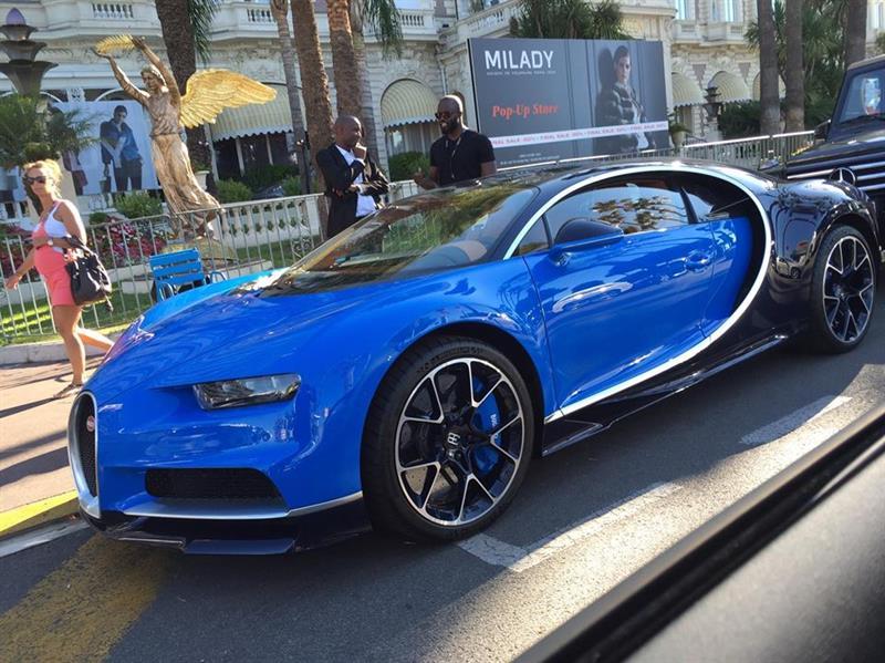 بالفيديو والصور.. أسرع سيارة في العالم تظهر لأول مرة في شوارع كان بلوحات سعودية