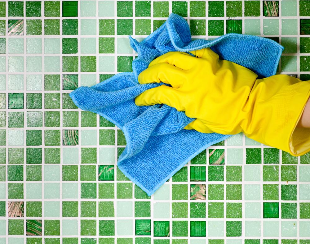 Как чистить кафель и межплиточные швы?