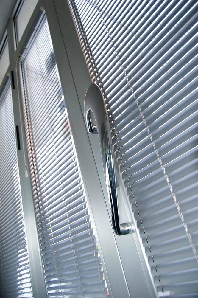 Как чистить алюминиевые двери и оконные рамы?