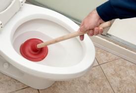 كيفية تسليك أنابيب الصرف المسدودة والقضاء على الروائح الكريهة