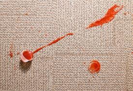 Cómo limpiar alfombras en casa: productos y estrategias para eliminar olores y manchas rebeldes