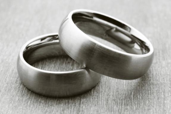 Cara membersihkan cincin perak