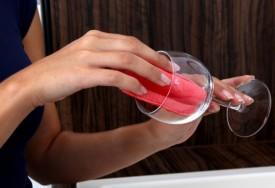 Cara membersihkan gelas kusam dan bahan gelas