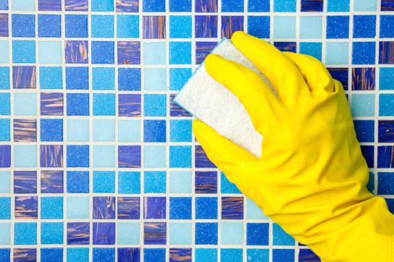 Cara membersihkan nat keramik dan porselen bersihbersih for How to remove yellow stains from bathroom tiles