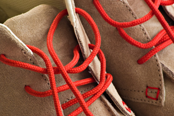 Cara membersihkan sepatu suede