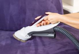 Menggunakan pembersih furnitur: Cara membersihkan sofa dan kursi