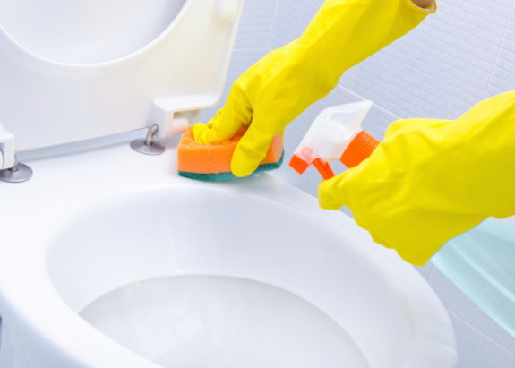 Cara membersihkan toilet