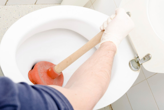 Cara memperbaiki WC mampet