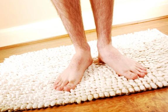 C mo limpiar alfombras de ba o de goma y de tela cleanipedia - Como lavar alfombras ...
