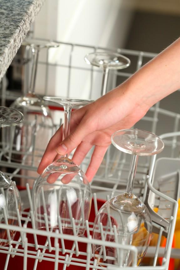 Limpieza de vidrio c mo limpiar vidrio cleanipedia - Quitar pegamento cristal ...