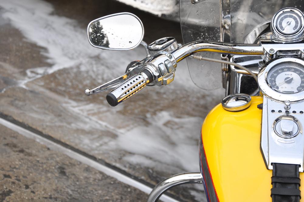 Como limpar motos e mobiletes
