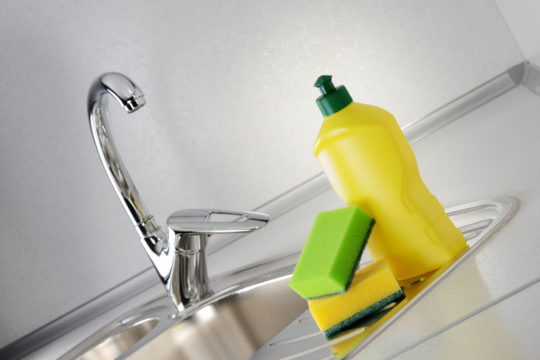 How to Clean Stainless Steel Sink & Pans | Cleanipedia
