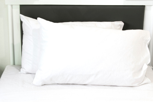 how to clean pillows cleanipedia. Black Bedroom Furniture Sets. Home Design Ideas
