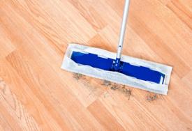 laminatboden reinigen so geht s cleanipedia. Black Bedroom Furniture Sets. Home Design Ideas