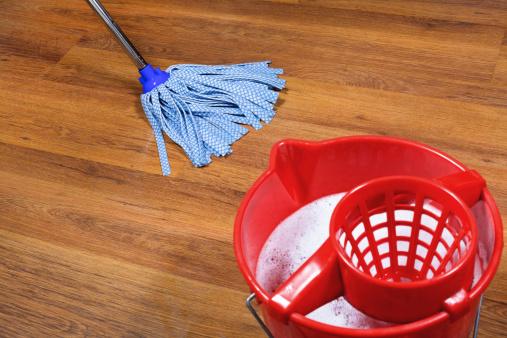 C mo limpiar pisos de madera o parquet cleanipedia - Como limpiar el parquet flotante ...