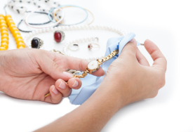 Cara membersihkan jam tangan