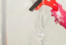 Czyszczenie kabiny prysznicowej oraz jej szklanej zabudowy