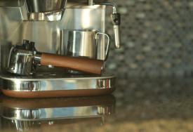 Jak odkamienić ekspres do kawy