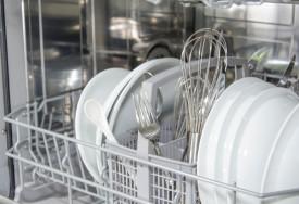 Jak wyczyścić zmywarkę do naczyń
