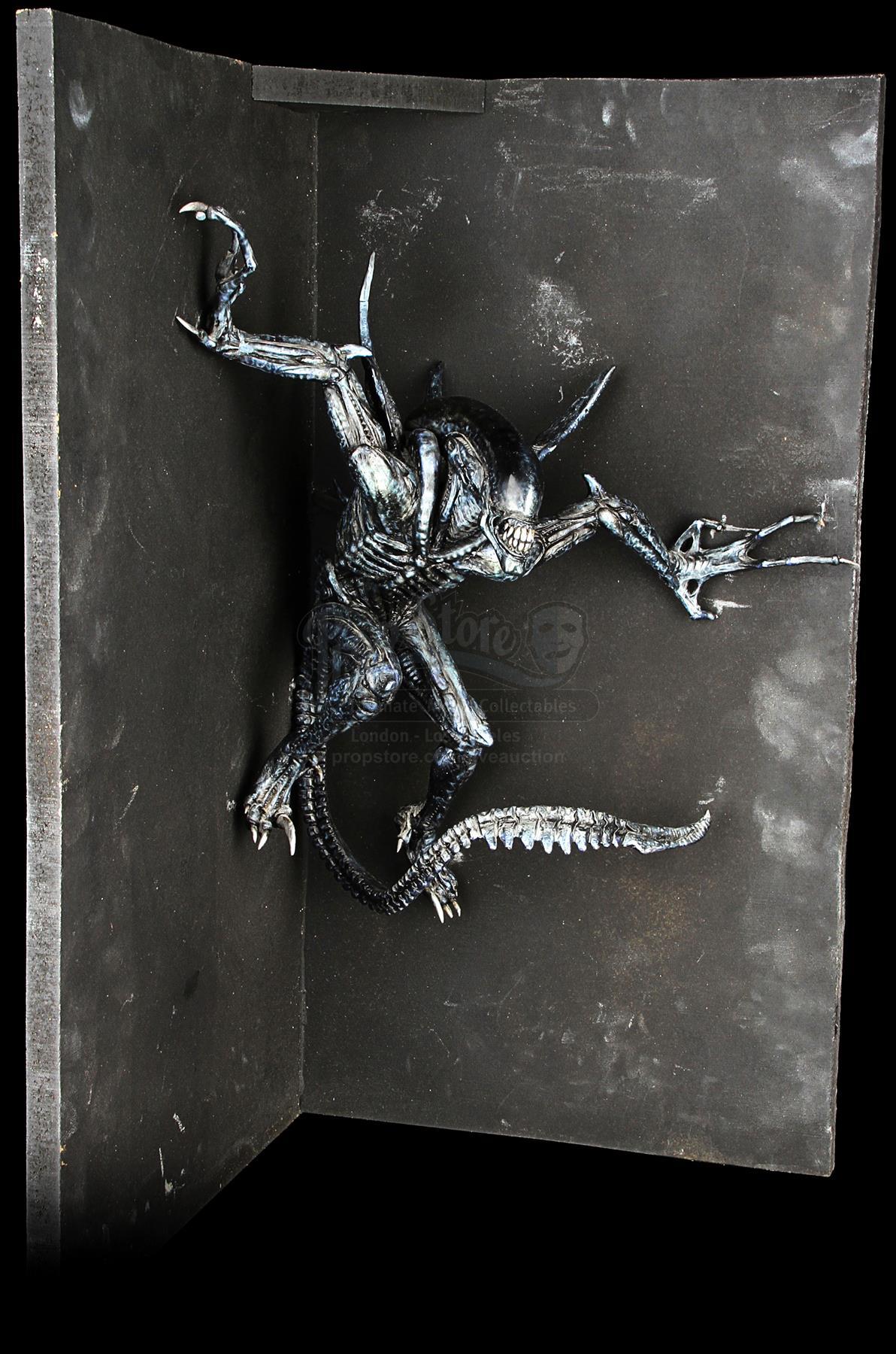ALIEN VS. PREDATOR (2004) - ADI Alien Warrior Maquette