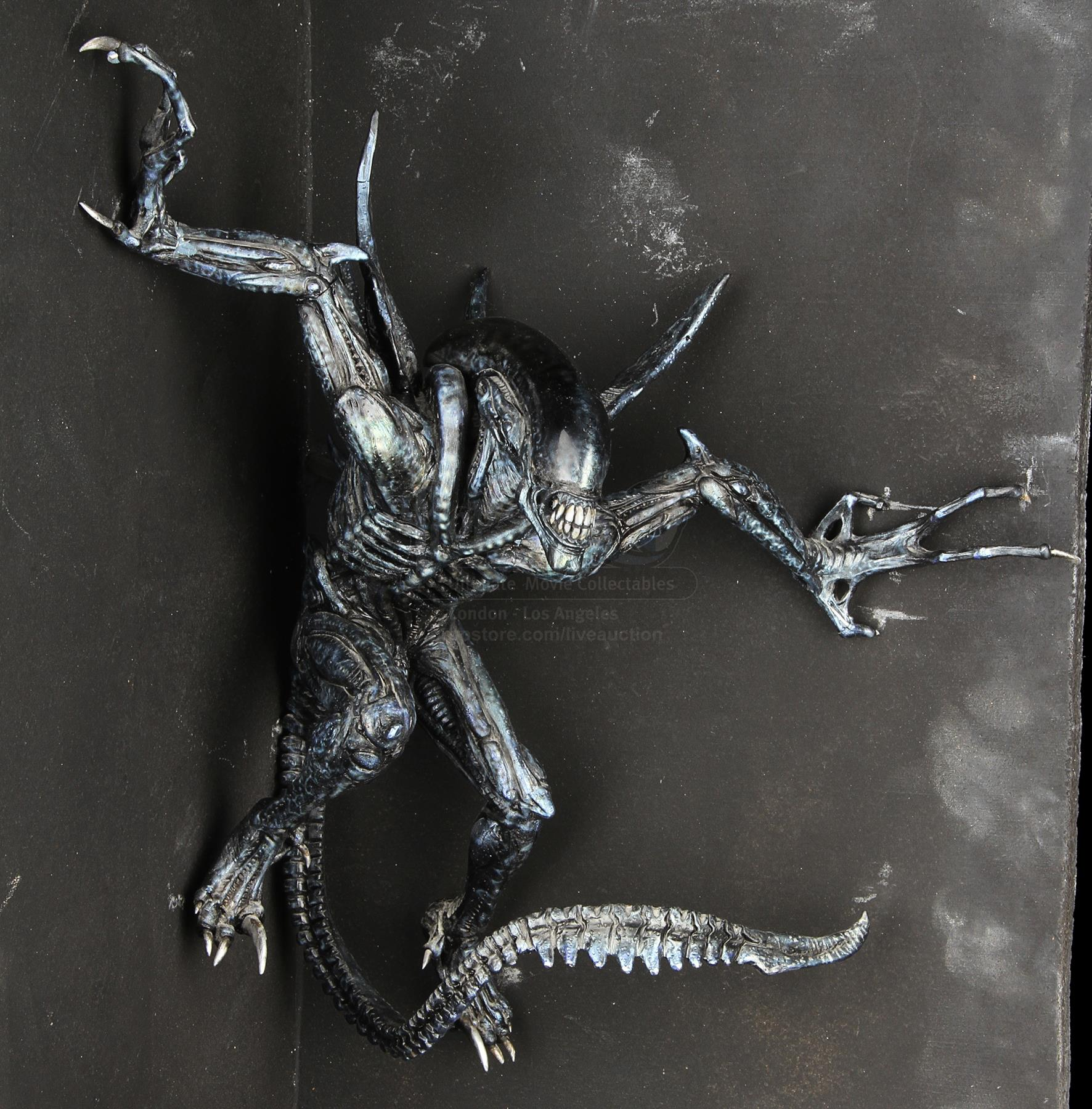 Aliens vs. Predator ADI Predator Maquette with sculpted