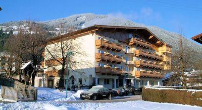 Hotel Almhof Lackner: hotel-almhof-lackner-ried-im-zillertal-wintersport-interlodge