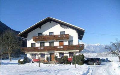 Pension Erlerhof: buitenkant-pension-erlerhof-ried-im-zillertal-wintersport-interlodge