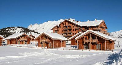 Le Hameau du Puy: AANZICHT LE HAMEAU DU PUY SUPERDEVOLUY WINTERSPORT FRANKRIJK SKI SNOWBOARD RAQUETTES SCHNEESCHUHLAUFEN LANGLAUFEN WANDELEN INTERLODGE