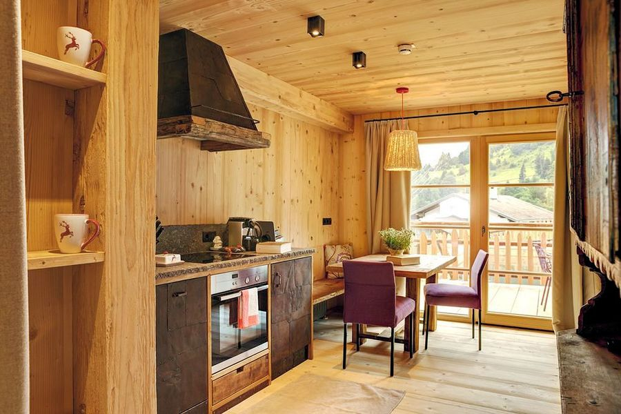 Chaletdeluxe hochleger interlodge wintersport - Chalet stijl keuken ...