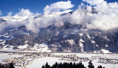 Uderns: AANZICHT UDERNS ZILLERTAL WINTERSPORT OOSTENRIJK SKI SNOWBOARD RAQUETTES SCHNEESCHUHLAUFEN LANGLAUFEN WANDELEN INTERLODGE