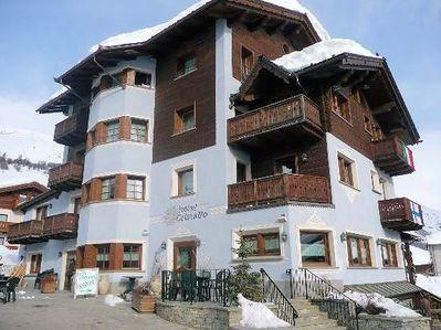 Hotel Cristallo: BUITENKANT HOTEL CRISTALLO LIVIGNO WINTERSPORT ITALIE SKI SNOWBOARD RAQUETTES SCHNEESCHUHLAUFEN LANGLAUFEN WANDELEN INTERLODGE