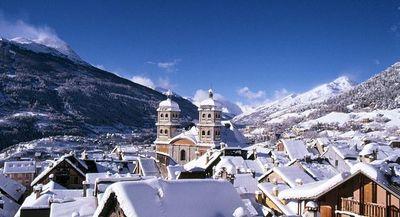 Briançon: AANZICHT BRIANCON SERRE CHEVALIER WINTERSPORT FRANKRIJK SKI SNOWBOARD RAQUETTES SCNHEESCHUHLAUFEN LANGLAUFEN WANDELEN INTERLODGE